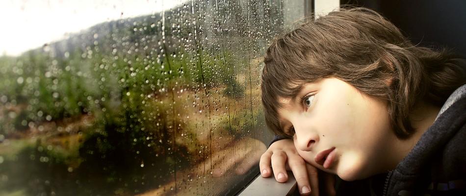 Trennungsängste werden bei der Schulangst-Therapie mit behandelt.